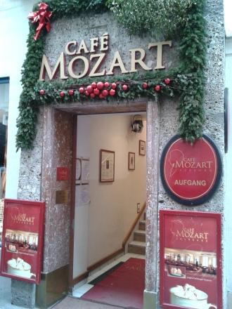 Eingang zum Cafe Mozart in Salzburg