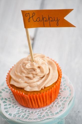 Kürbis-Cupcake mit Fähnchen