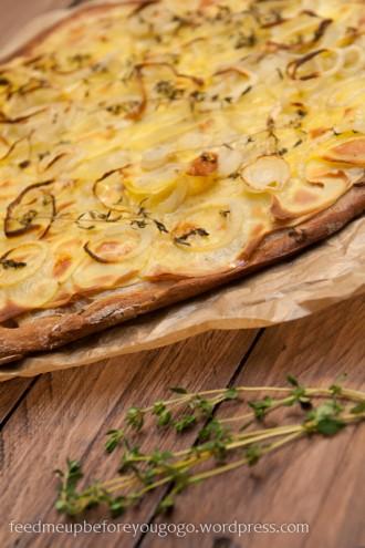 Kartoffelpizza mit Thymian-1