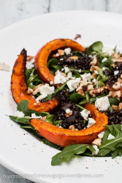 Salat mit Belugalinsen, Ofenkürbis, Schafskäse und Orangendressing-1