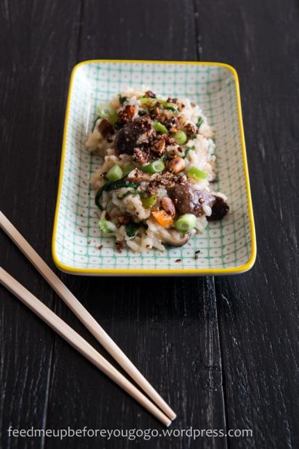 Misosuppe-Risotto mit Shitakepilzen und Furikake