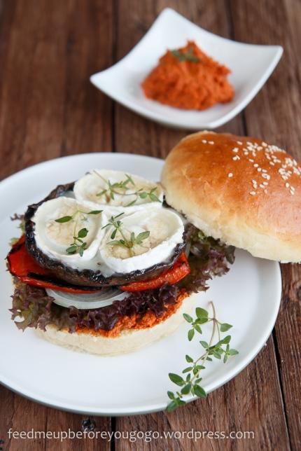 Rezept_Veggie-Burger_Portobellopilz_Ziegenkäse_Pesto_Rosso-3