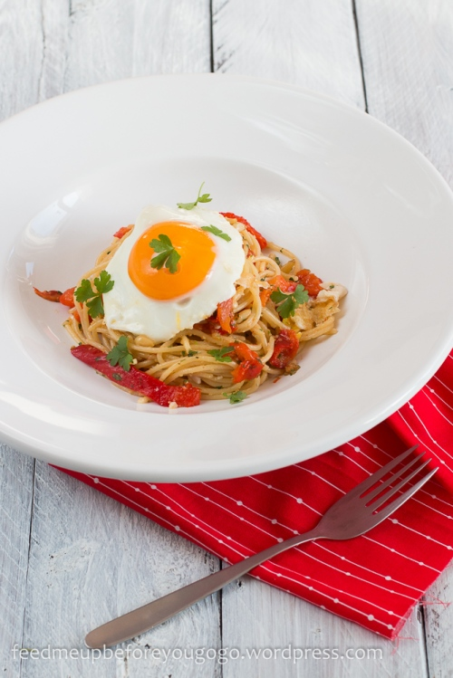 Pasta mit gegrillter Paprika und Spiegelei Rezept-1