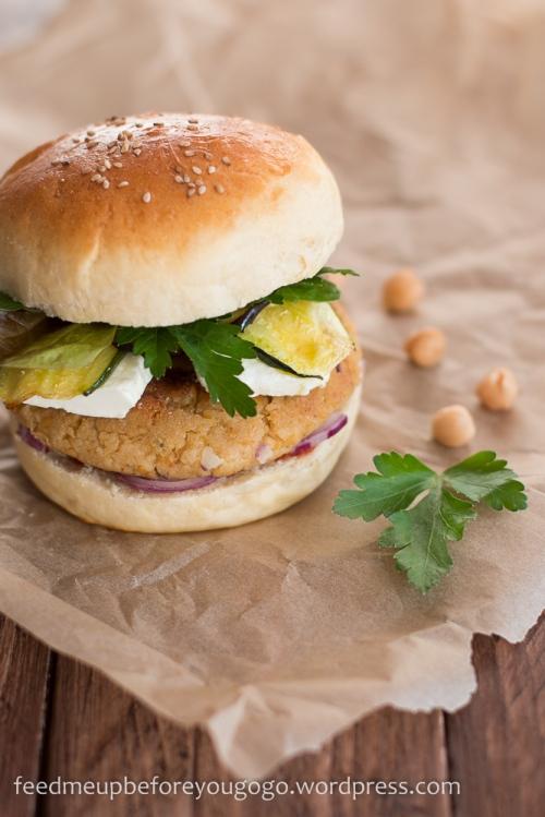 Nordafrikanischer Burger mit Couscous-Patty und Hühnchen Rezept Feed me up before you go-go-2