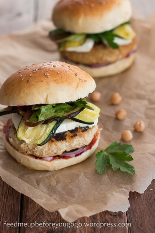 Nordafrikanischer Burger mit Couscous- und Hühnchen-Patty Rezept Feed me up before you go-go-1