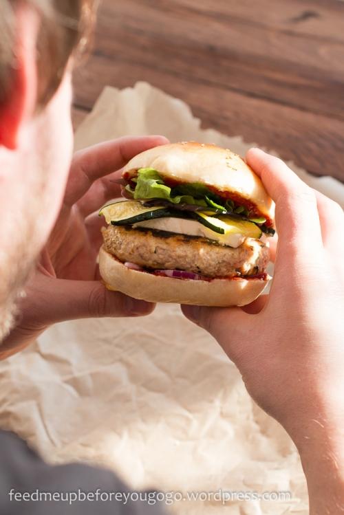 Nordafrikanischer Burger mit Couscous- und Hühnchen-Patty Rezept Feed me up before you go-go-3